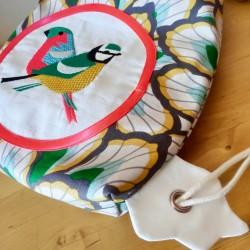 sac à goûter crèche maternelle fille créateur artisanal tissu oiseaux cadeau fait main sac à dos tissu enfant personnalisé