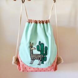 Sac à dos cadeau de naissance artisanal crèche maternelle enfant cactus lama décoration made in france prénon brodé