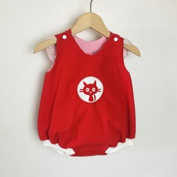 barboteuse, casse-bonbons  bébé fille broderie chat rouge couture  vintage fait main création cadeau naissance été rompers baby