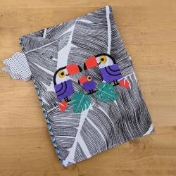 Protège cahier toucan brodés feuillage tropical cadeau de naissance original personnalisé prénom brodé