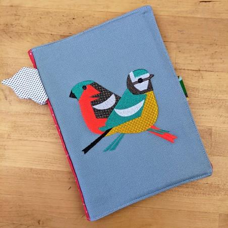 Protège cahier de santé fait main brodé oiseaux géométriques .