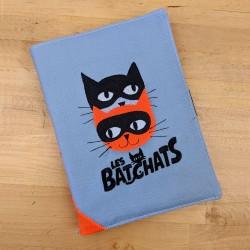Protège cahier Casse-bonbons original fait main broderie chats super héros cadeau naissance personnalisé