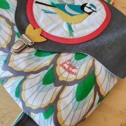 Cartable Casse-bonbons artisanal maternelle école primaire belle broderie oiseaux poésie feuillage vert enfant